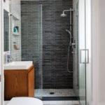 Douche italienne dans petite salle de bain