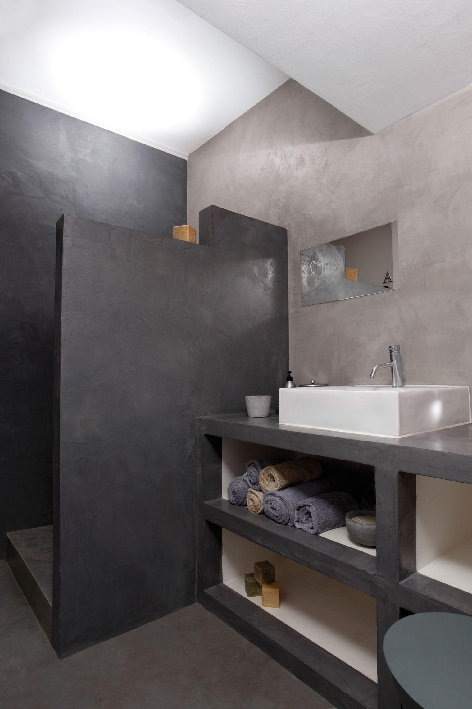 Petite salle de bain douche italienne for Peinture beton cire pour salle de bain