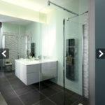 Modèle de salle de bain avec douche italienne