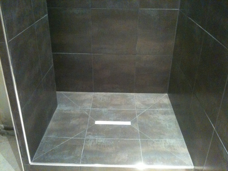 pose carrelage douche italienne