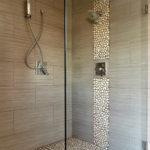 Salle de bain douche italienne galets